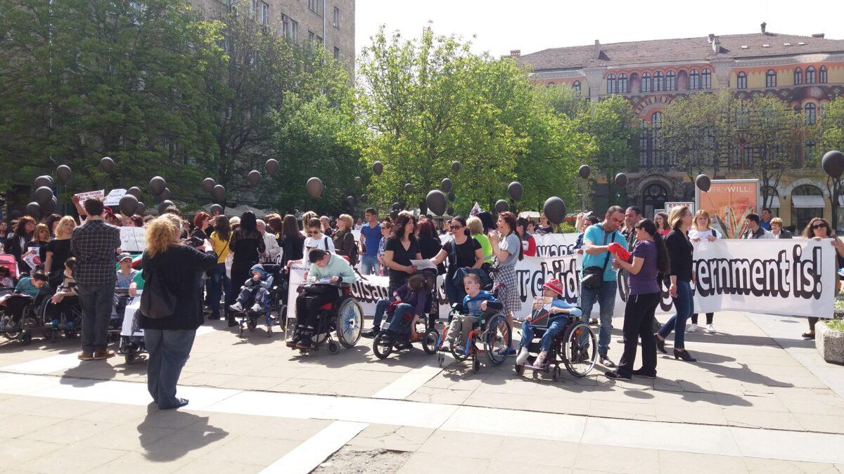 Протести на родители с деца с увреждания се проведоха и в софия преди повече от месец снимка: БГНЕС