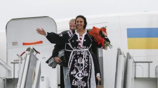 epa05308568 Ukrainian singer Jamala (Front) reacts after landing at the International airport Boryspil in Kiev, Ukraine, 15 May 2016. Jamala won the 61st annual Eurovision Song Contest (ESC) with the song '1944' at the Ericsson Globe Arena in Stockholm on 14 May. There were 26 finalists from as many countries competing in the grand final.  EPA/SERGEY DOLZHENKO
