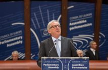 epa05266522 Jean-Claude Juncker, President of the European Commission, delivers his speech to the Council of Europe in Strasbourg, France, 19 April 2016.  EPA/PATRICK SEEGER