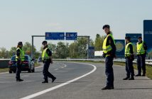 epa05282937 Austrian policemen check vehicles in search for illegal migrants during a visit of Austrian Interior Minister Wolfgang Sobotka and Governor of the Austrian Burgenland state Hans Niessl ( both unseen) at the Austrian side of the Austrian-Hungarian border near Nickelsdorf, some 70 kilometers southeast of Vienna, Austria, 29 April 2016. The Austrian authorities announced to hold random checks at several border stations to prevent human trafficking.  EPA/CHRISTIAN BRUNA