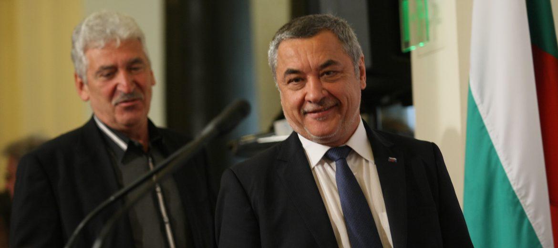 Симеонов: Ще облекчим режима за получаване на българско гражданство и работни визи (видео)