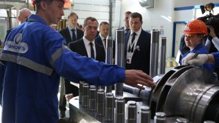 epa05277037 Russian Prime Minister Dmitry Medvedev (C) visits the JSC Transneft Oil Pumps' plant in Chelyabinsk, Russia, 25 April 2016. Joint-Stock Company 'Transneft Oil Pumps' was established by jointly JSC Transneft (51 per cent of shares) , Italian Termomecanica Pompe S.p.A (25 per cent of shares ) and  Russian CJSC Konar (24 per cent of shares) to produce pumping equipment and components for providing uninterrupted oil products transportation. The capacity of the plant amounts to 180 pumps, including 160 horizontal and 20 vertical.  EPA/EKATERINA SHTUKINA / SPUTNIK / GOVERNMENT PRESS SERVICE POOL MANDATORY CREDIT