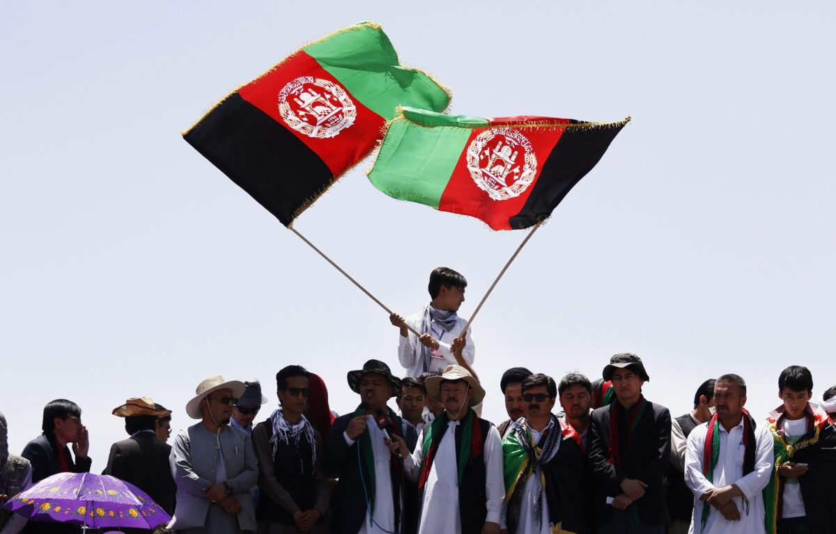 epa05437584 Afghan protesters from Hazara minority shout slogans hold national flags during protest against rerouting of the TUTAP power line, in Kabul, Afghanistan, 23 July 2016. Reports state thousands of people from Hazara minority are protesting the proposed route of the Turkmenistan, Uzbekistan,  Tajikistan, Afghanistan and Pakistan (TUTAP) power line, calling on the government to re-route the line through Bamiyan province which has a majority of Hazara population.  The government says the proposed route saves millions of dollars in cost.  EPA/JAWAD JALALI