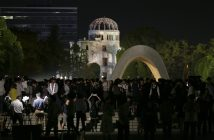 epa05332566 People crowd around a cenotaph at Hiroshima Peace Memorial Park, late night in Hiroshima, western Japan, 27 May 2016, after the visit of US President Barack Obama, the first time a sitting US President has visited since the atomic bombing of Hiroshima City. Obama visited the city after attending the two-day G7 Ise-Shima Summit talk.  EPA/KIMIMASA MAYAMA