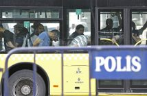 epa05433383 Turkish plain cloth policemen accompany detainee soldiers the 15 July failed coup attempt at a bus as they arrive to Istanbul court , in Istanbul, Turkey, 20 July 2016. Turkish Muslim cleric Fethullah Gulen, living in self-imposed exile in the USA, has been accused by Turkish President Recept Tayyip Erdogan of allegedly orchestrating the 15 July failed coup attempt. At least 290 people were killed and almost 1,500 injured amid violent clashes on July 15 as certain military factions attempted to stage a coup d'etat.  EPA/SEDAT SUNA