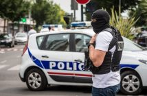 epa05435168 Police officers patrol a security perimeter during police operations in the Val Notre Dame neigborhood in Argenteuil, near Paris, France, 21 July 2016. According to reports, the operation is not linked to the Nice truck attack.  EPA/CHRISTOPHE PETIT TESSON