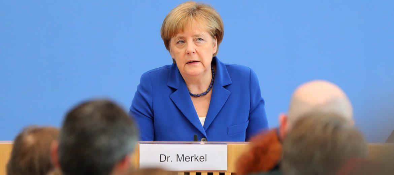 Ангела Меркел Снимка: EPA/KAYNIETFELD
