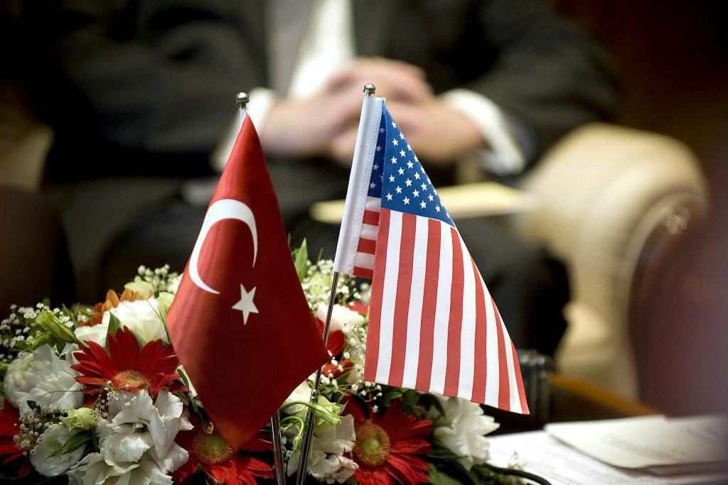 Турският и американският флаг Снимка: U.S. Department of Defense