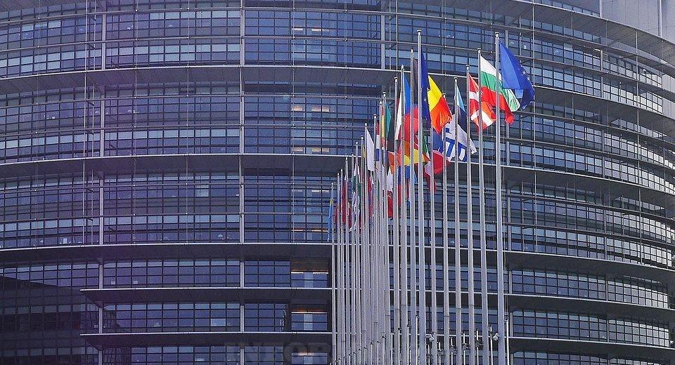 Европейски парламент, Страсбург, Франция 29 знамена - знамената на 28-те членки и знамето на Съюза