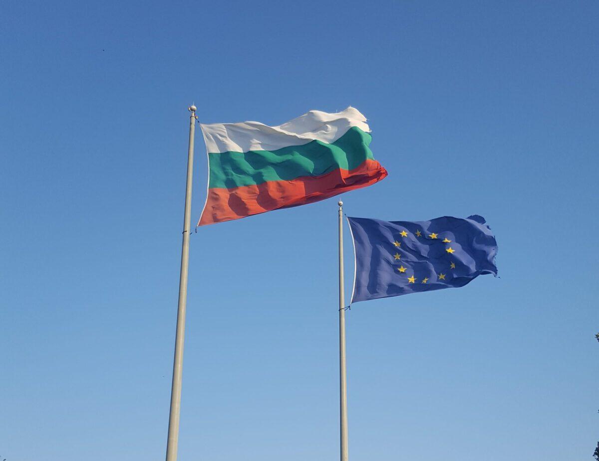 Флаговете на България и Европейския съюз Бургас, България Снимка: informo.bg