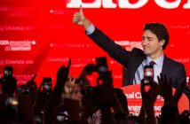 Canadian Liberal Party leader Justin Trudeau waves on stage in Montreal on October 20, 2015 after winning the general elections.    AFP PHOTO/NICHOLAS KAMM