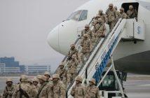войници, самолет