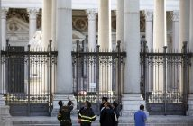 epa05609699 Fire fighters of Vatican City check the St. Paul's Basilica closed following the earthquake in central Italy, Rome, Italy, 30 October 2016. A 6.6 magnitude earthquake struck 6km north of Norcia, Italy, on 30 October 2016.  EPA/RICCARDO ANTIMIANI