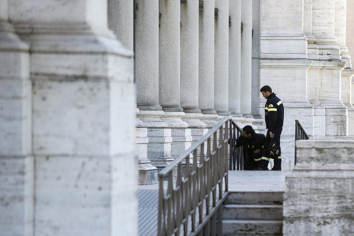 epa05609700 Fire fighters of Vatican City check the St. Paul's Basilica closed following the earthquake in central Italy, Rome, Italy, 30 October 2016. A 6.6 magnitude earthquake struck 6km north of Norcia, Italy, on 30 October 2016.  EPA/RICCARDO ANTIMIANI