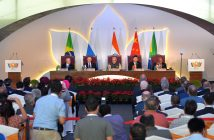 epa05587582 (L-R) Brazilian President Michel Temer,  Russian President Vladimir Putin,  Indian Prime Minister Narendra Modi, Chinese President Xi Jinping and South African President Jacob Zuma attend a meeting with members of the BRICS Business Council during the 8th BRICS summit in Benaulim in the state of Goa, India, 16 October 2016. Goa hosts the 8th BRICS (Brazil, Russia, India, China and South Africa) summit on 15 and 16 October 2016.  EPA/ALEXEI DRUZHININ / SPUTNIK / KREMLIN POOL MANDATORY CREDIT