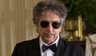epa05583516 (FILE) A file picture dated 29 May 2012 shows US folk music legend Bob Dylan in the East Room of the White House in Washington, DC USA. Dylan won the 2016 Nobel Prize in Literature, the Swedish Academy announced in Stockholm on 13 October 2016. *** Local Caption *** 50363250  EPA/JIM LO SCALZO *** Local Caption *** 50363250