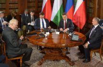 epa05585333 (L-R) Czech President Milos Zeman, Hungarian President Janos Ader, Polish President Andrzej Duda, and Slovak President Andrej Kiska during the meeting of presidents of the Visegrad Group (V4) in the castle in Lancut, southern Poland, 14 October 2016. During the two-day meeting, leaders of the V4 group will debate on the strategic challenges of the youth policy as well as the European identity and culture.  EPA/DAREK DELMANOWICZ POLAND OUT