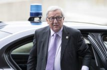 epa05593725 President of the European Commission Jean-Claude Juncker arrives for the Maastricht summit of the EVP (European People's Party, EPP) in Maastricht, The Netherlands, 20 October 2016. Leaders of the Christian Democratic Parties of Europe (EPP) are meeting in Maastricht to recall the Maastricht Treaty, which was adopted 25 years ago by member States of the European Community.  EPA/ROBIN VAN LONKHUIJSEN