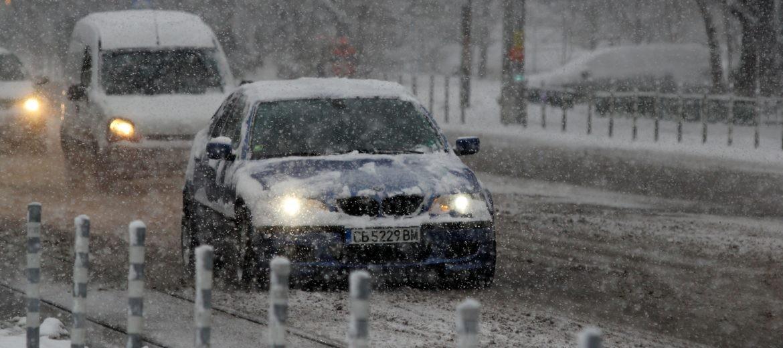 сняг, валеж, път
