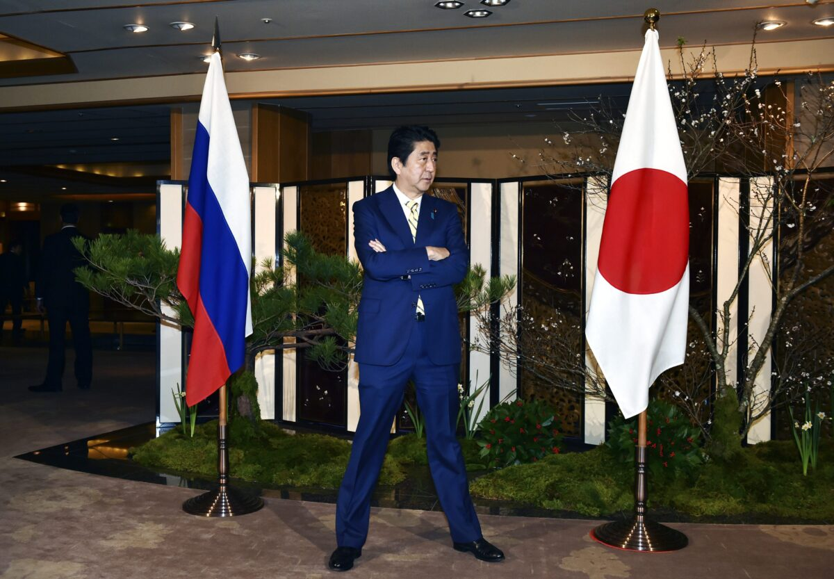 epa05676356 Japanese Prime Minister Shinzo Abe waits for Russian President Vladimir Putin's arrival at a hotel prior to their talks in Nagato, Yamaguchi prefecture, Japan, 15 December 2016.  EPA/KAZUHIRO NOGI / POOL