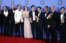 epa05706395 Cast and crew of 'La La Land' pose after winning the award for Best Motion Picture - Musical or Comedy in the press room during the 74th annual Golden Globe Awards ceremony at the Beverly Hilton Hotel in Beverly Hills, California, USA, 08 January 2017.  EPA/MIKE NELSON