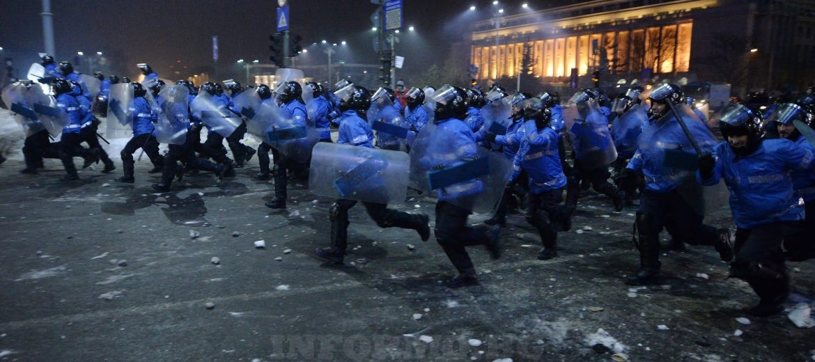epa05765723 Riot policemen storm the violent protesters during a protest rally in front of government headquarters in Bucharest, Romania, early 02 February 2017. Up to 100,000 people gathered peacefully in front of the government building and blocked the city traffic to protest against a government bill, that passed through during a government session on the evening of 31 January, as a government ordinance to pardon those sentenced to jail terms shorter than five years. According to media reports, the protests took a violent turn when a few hundred allegedly soccer supporters provoked riot police with stones, flares and firecrackers, to which the riot police responded with tear gas and arrests.  EPA/ALEX DOBRE