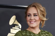 epa05790116 Adele arrives for the 59th annual Grammy Awards ceremony at the Staples Center in Los Angeles, California, USA, 12 February 2017.  EPA/PAUL BUCK