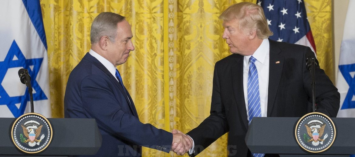 epa05795539 US President Donald J. Trump (R) shakes hands with Israeli Prime Minister Benjamin Netanyahu (L) during a joint press conference in the East Room in of the White House in Washington, DC, USA, 15  February 2017. This is the first official meeting of the two leaders since President Trump has taken office.  EPA/MICHAEL REYNOLDS
