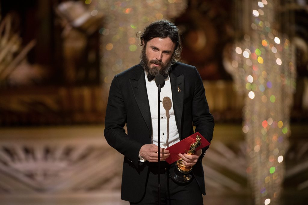 epa05818020 A handout photo made available by the Academy of Motion Picture Arts and Science (AMPAS) on 26 February 2017 shows Casey Affleck accepting the Oscar for Performance by an actor in a Leading role, for work on 'Manchester by the Sea' during the 89th annual Academy Awards ceremony at the Dolby Theatre in Hollywood, California, USA, 26 February 2017. The Oscars were presented for outstanding individual or collective efforts in 24 categories in filmmaking.  EPA/AARON POOLE / AMPAS THE IMAGE MAY NOT BE ALTERED AND IS FREE FOR EDITORIAL USE ONY IN REPORTING ABOUT THE EVENT. ONE TIME USE ONLY. MANDATORY CREDIT. HANDOUT EDITORIAL USE ONLY/NO SALES