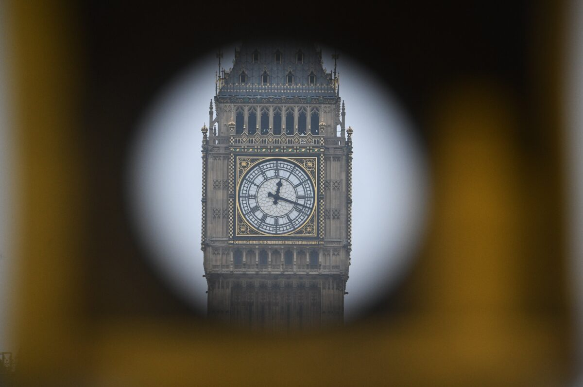 epa05778268 The clock ticks on the Elizabeth Tower, commonly known as Big Ben, seen through a telescopeviwed dfrom Westminister Bridge close to the Houses of Parliament in London, 08 on February 2017. Parliament is to vote on the bill to trigger Article 50 and Britain's exit from the EU later in the day. EPA/FACUNDO ARRIZABALAGA