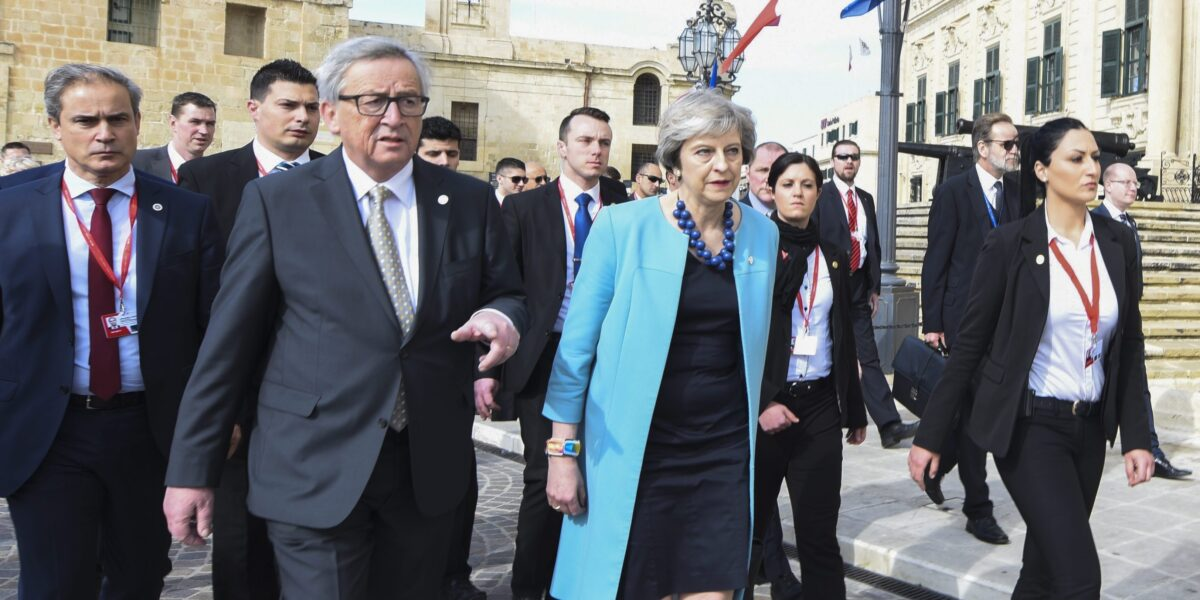 epa05768774 EU Commission President Jean-Claude Juncker (2-L) and Britain's Prime Minister Theresa May (C) walk together during the informal meeting of EU heads of state or government in Valletta, Malta, 03 February 2017. European Union (EU) leaders met to address the migration situation, focusing on the Central Mediterranean route and Libya, and were to discuss the future of the EU after Brexit. EPA/OLIVIER HOSLET