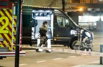 epa05898107 A bomb disposal robot is seen after police cordon off an area in central Oslo, Norway, 08 April 2017, following the arrest of a man and the discovery of a 'bomb-like device'.  EPA/Fredrik Varfjell NORWAY OUT