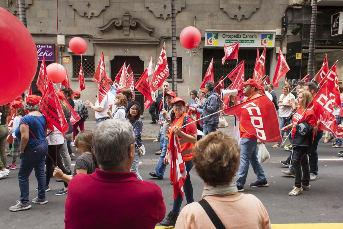 epa05938796 Workers take part in the Labour Day march held in Santa Cruz de Tenerife, Canary Islands, Spain, on 01 May 2017. Labor Day or May Day is observed all over the world on the first day of May to celebrate the economic and social achievements of workers and fight for labourers rights. EPA/Ramon de la Rocha