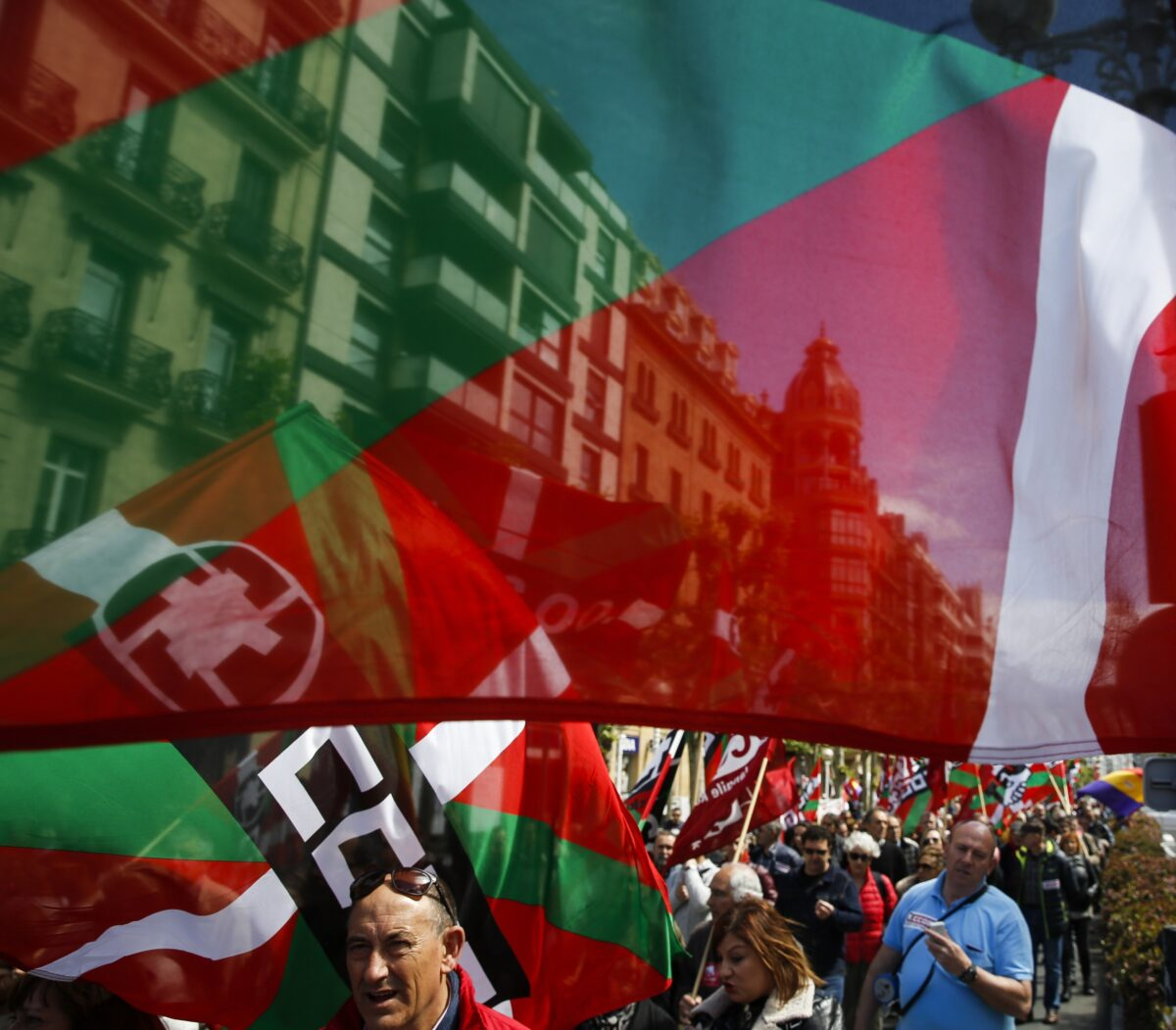 epa05938792 Workers take part in the Labour Day march held in San Sebastian, Basque Country, Spain, on 01 May 2017. Labor Day or May Day is observed all over the world on the first day of May to celebrate the economic and social achievements of workers and fight for labourers rights. EPA/Javier Etxezarreta