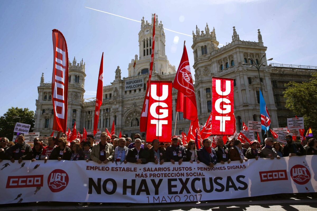 epa05938730 People take part in the Labour Day march held in downtown Madrid, Spain, on 01 May 2017. Labor Day or May Day is observed all over the world on the first day of May to celebrate the economic and social achievements of workers and fight for labourers rights. EPA/PACO CAMPOS