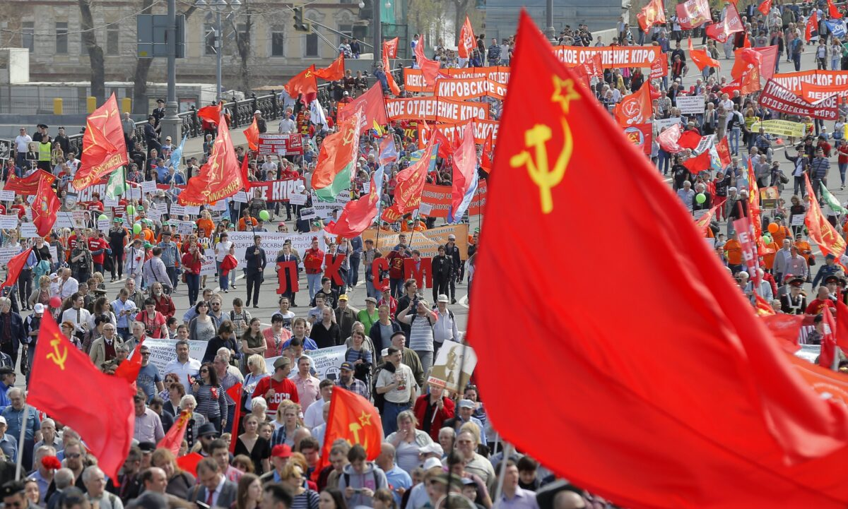 epa05938776 Russian Communist party members and supporters take part in the traditional May Day demonstration, Moscow, Russia, 01 May 2017. Labor Day, or May Day, is observed all over the world on the first day of May to celebrate the economic and social achievements of workers and fight for laborers rights. EPA/MAXIM SHIPENKOV