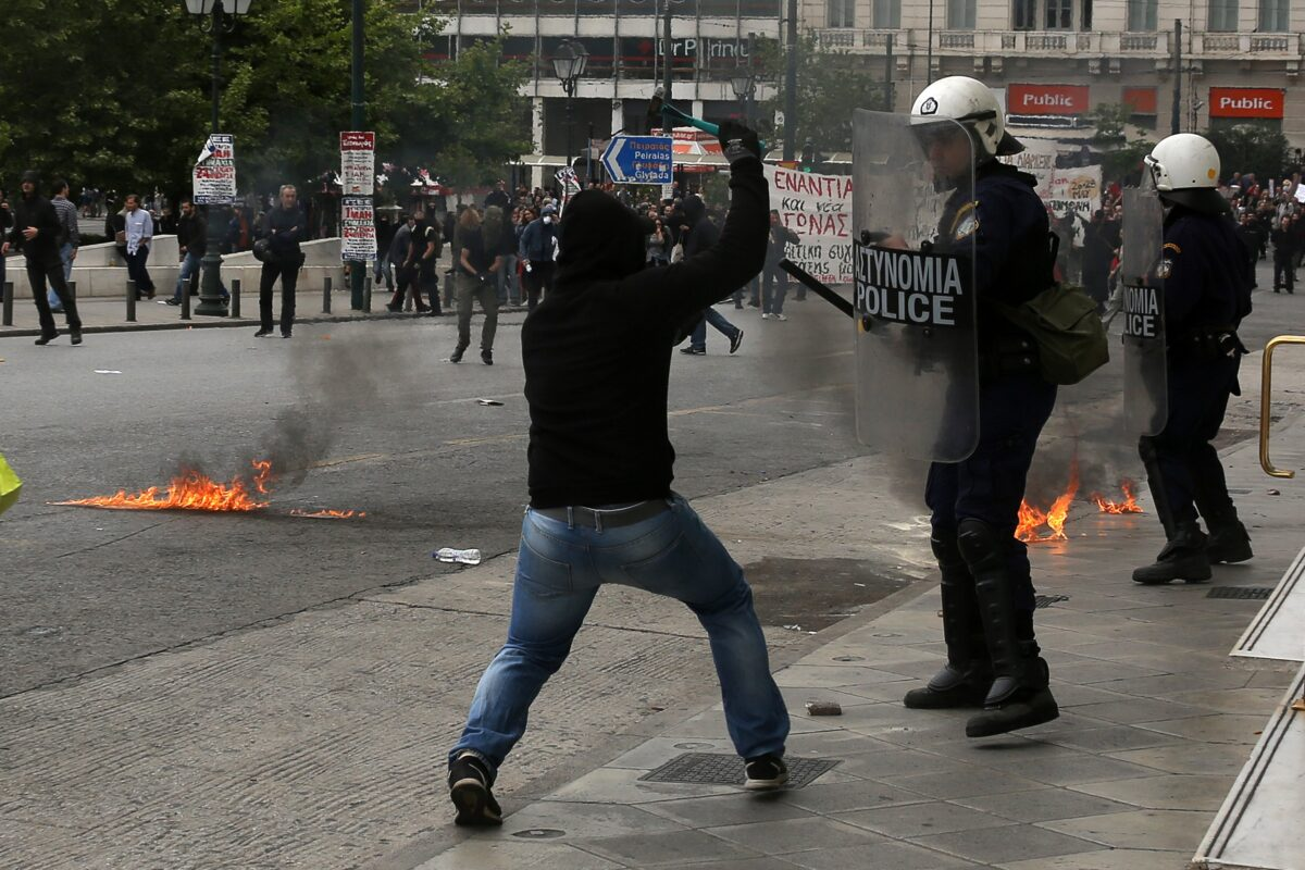 epa05969511 Protesters holding hammers clash with riot police during a protest at Syntagma square, in Athens, Greece, 17 May 2017. Greece's largest private and public sector unions General Confederation of Greek Workers (GSEE) and the civil servants' union federation ADEDY held a strike on 17 May 2017, against the draft bill on salaries, pensions and tax reforms that is to be voted on 18 May 2017. EPA/ALEXANDROS VLACHOS