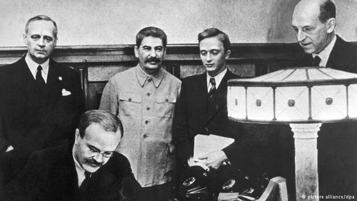 Пактът Рибентроп-Молотов