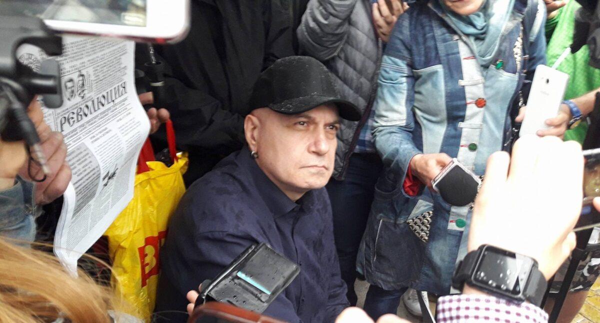 Слави Трифонов, протест, информо