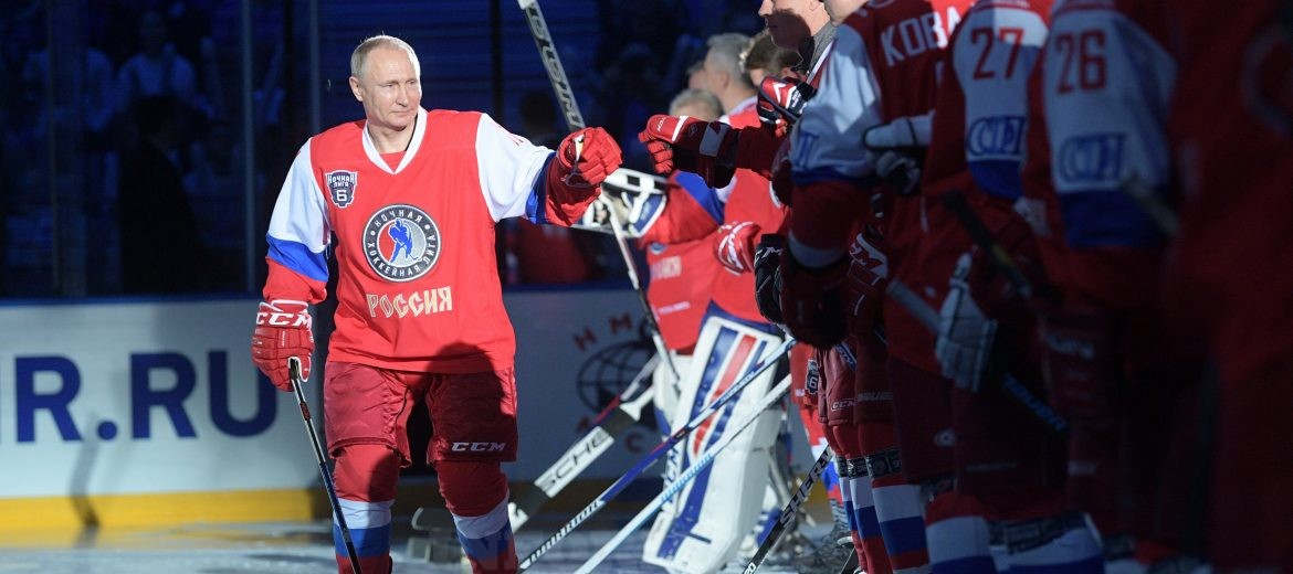 epa05955284 Russian President Vladimir Putin (L) appears to take part in the gala match of sixth Night Hockey League Festival in Sochi Olympic Park, Russia, 10 May 2017.  EPA/ALEXEI DRUZHININ/SPUTNIK/KREMLIN / POOL MANDATORY CREDIT