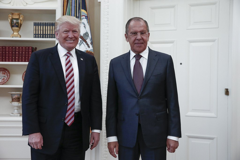 epa05955476 A handout photo made available by the Russian Foreign Ministry shows US President Donald J. Trump (L) posing with Russian Foreign Minister Sergei Lavrov (R) during their meeting in the White House in Washington, DC, USA, 10 May 2017  EPA/RUSSIAN FOREIGN MINISTRY HANDOUT EDITORIAL USE ONLY/MANDATORY CREDIT HANDOUT EDITORIAL USE ONLY/NO SALES