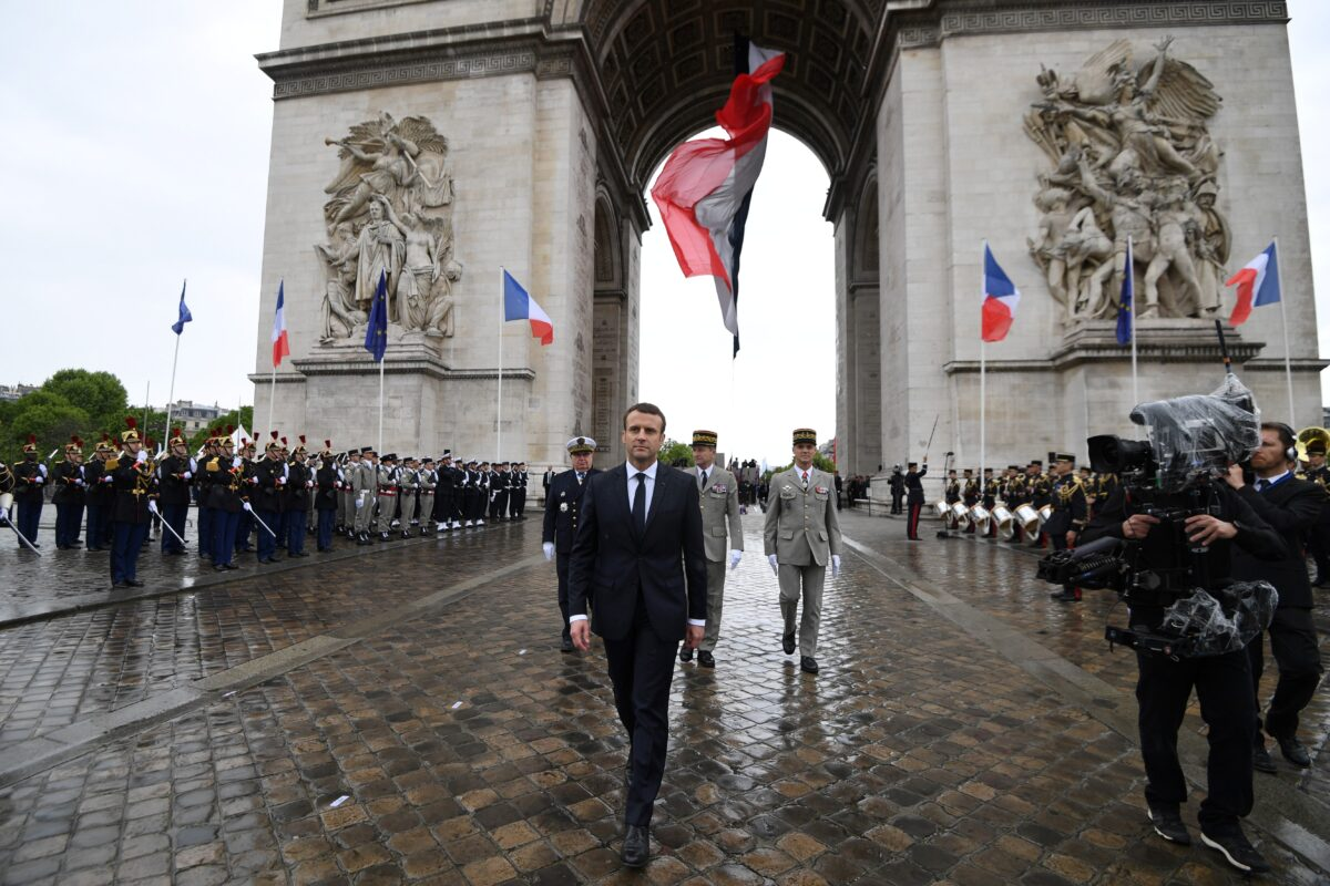 epa05963906 French President Emmanuel Macron (C)leaves after laying a wreathon the Unknown Soldier's tomb at the Arc of Triomphe monument after his formal inauguration ceremony in Paris, France, 14 May 2017. EPA/ALAIN JOCARD / POOL MAXPPP OUT