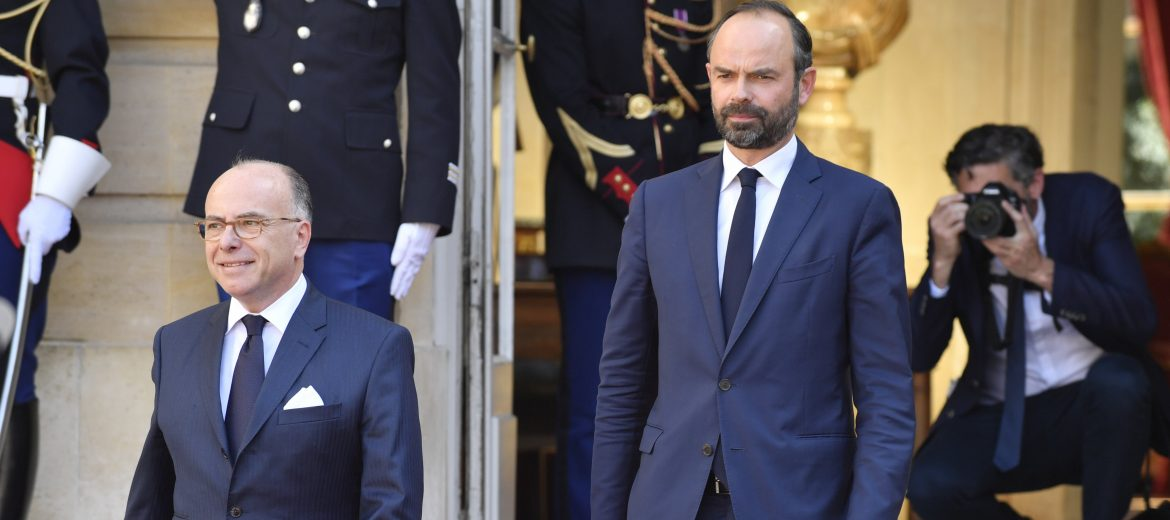 epa05966344 Newly-appointed French Prime Minister Edouard Philippe (C-R) arrive to speak to the press after the official handover ceremony together with his predecessor Bernard Cazeneuve (C-L) in Paris, France, 15 May 2017. Edouard Philippe, the mayor of Le Havre, on 15 May was announced to serve as Prime Minister in the cabinet of new French President Emmanuel Macron, who was inaugurated as the 25th President of the French Republic the day before, on 14 May 2017.  EPA/JULIEN DE ROSA