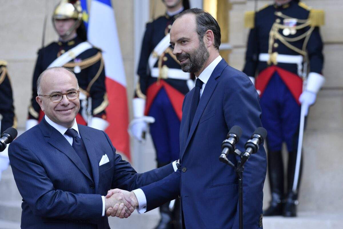 epa05966364 Newly-appointed French Prime Minister Edouard Philippe (R) shakes hands  with his predecessor Bernard Cazeneuve (L) after the official handover ceremony in Paris, France, 15 May 2017. Edouard Philippe, the mayor of Le Havre, on 15 May was announced to serve as Prime Minister in the cabinet of new French President Emmanuel Macron, who was inaugurated as the 25th President of the French Republic the day before, on 14 May 2017.  EPA/JULIEN DE ROSA