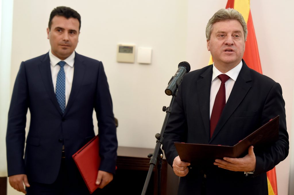 epa05969414 FYROM President Georgi Ivano (R) gives a statement moments before he gave the mandate to form a new Government to the leader of the coalition, Zoran Zaev (L), that formed a majority in the Parliament,  in Skopje, The Former Yugoslav Republic of Macedonia on 17 May 2017.  EPA/TOMISLAV GEORGIEV