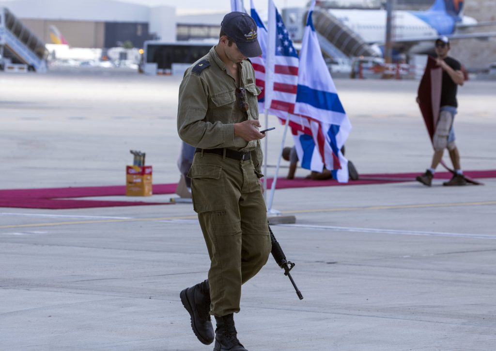epa05978516 An Israeli soldier passes Israeli and American flags at the red carpet on the on the tarmac at Ben Gurion Airport, in Lod outside Tel Aviv, Israel, 21 May 2017, during final preparations for the arrival of US President Donald Trump. Trump is due to arrive on a direct flight from Saudi Arabia tomorrow May 212, 2017 for a 28-hour visit to Israel and the Palestinian Authority areas. EPA/JIM HOLLANDER