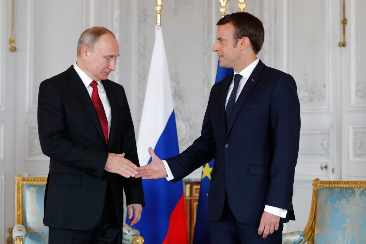 epa05997369 French President Emmanuel Macron (R) shakes hands with Russian President Vladimir Putin (L) at the Chateau de Versailles as they meet for talks before the opening of an exhibition marking 300 years of diplomatic ties between the two countyies, in Versailles, France, 29 May 2017. Discussions are expected to include the situation in Syria and Russia's veto position at the UN security council.  EPA/PHILIPPE WOJAZER / POOL MAXPPP OUT