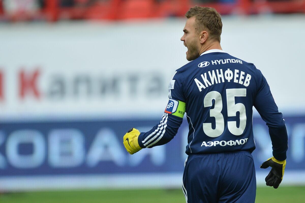 _CSKA_goalkeeper_Igor_Akinfeev_on_the_field_060177_