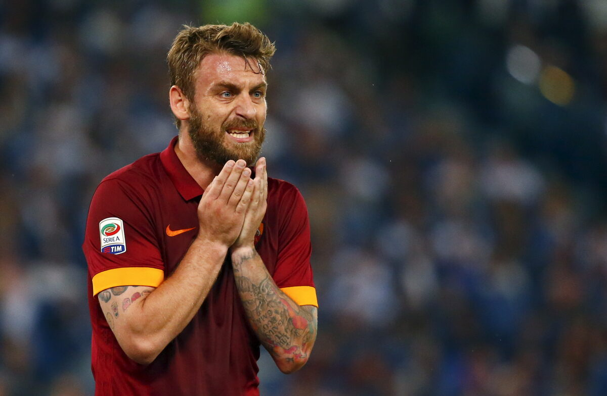 AS Roma's Daniele De Rossi reacts during their Italian Serie A soccer match against Palermo at the Olympic stadium in Rome, Italy May 31, 2015. REUTERS/Tony Gentile - RTR4Y99X