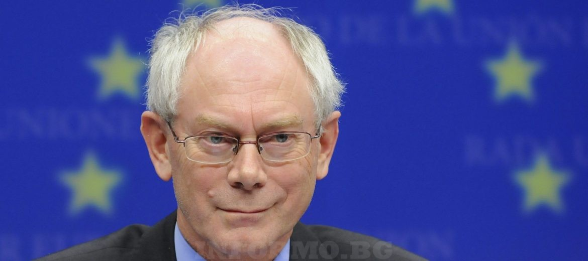 epa01939190 Belgian Prime Minister Herman Van Rompuy pictured during a press conference as he was choosen to be first-ever European Union president to represent the 27 countries of European Union, during the informal meeting of heads of state of government, Thursday 19 November 2009, at the EU headquarters in Brussels, Belgium.  EPA/DIRK WAEM BELGIUM OUT